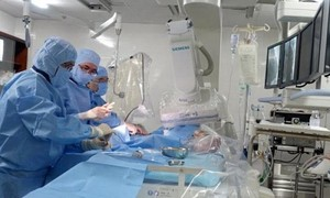 Hàng loạt bác sĩ ở Lâm Đồng nghỉ việc: Cơm áo không đùa với... bác sĩ trẻ