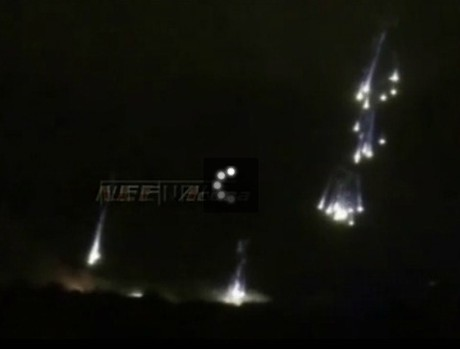 Video: Quân đội Ukraine dội bom napan xuống Slaviansk