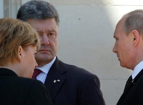 """Poroshenko """"ngạc nhiên"""" với phản ứng của Nga sau vụ pháo kích Mariupol"""