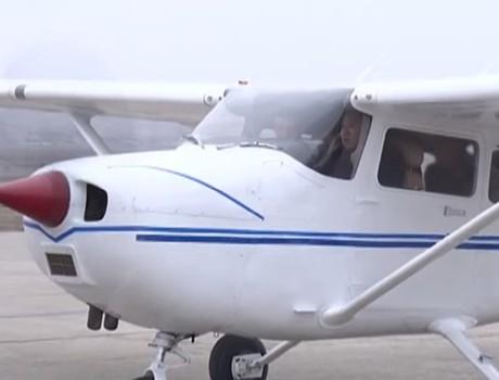 Video: Kim Jong-un lái máy bay