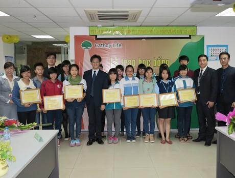 48 sinh viên nhận học bổng Thịnh Trí Thành Tài