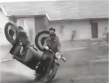 Video: Đặc công Việt Nam lái sidecar, trình diễn bắn súng trên xe máy