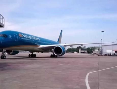 Máy bay Vietnam Airlines tiếp tục bị chiếu laser vào buồng lái