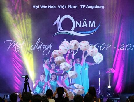 Hương Việt nơi xa xứ