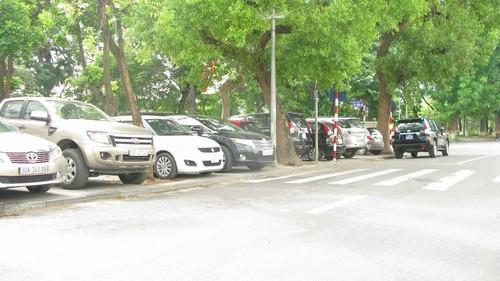 Nhếch nhác, nhốn nháo phố phường trung tâm Hà Nội - ảnh 3