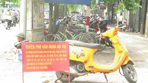 Nhếch nhác, nhốn nháo phố phường trung tâm Hà Nội - ảnh 8
