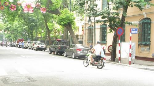 Nhếch nhác, nhốn nháo phố phường trung tâm Hà Nội - ảnh 10