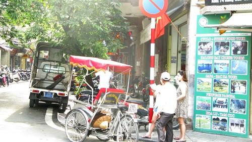 Nhếch nhác, nhốn nháo phố phường trung tâm Hà Nội - ảnh 11