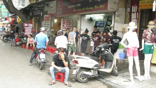 Nhếch nhác, nhốn nháo phố phường trung tâm Hà Nội - ảnh 5