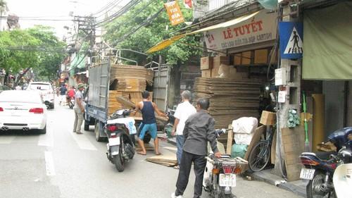 Nhếch nhác, nhốn nháo phố phường trung tâm Hà Nội - ảnh 2