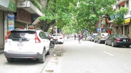 Nhếch nhác, nhốn nháo phố phường trung tâm Hà Nội - ảnh 6