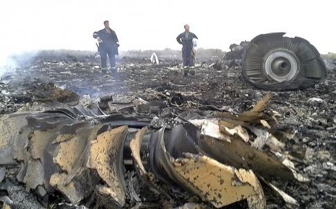 Máy bay Malaysia chở 295 khách bị bắn hạ ở Đông Ukraine