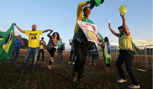Tổng thống Brazil bị truất quyền