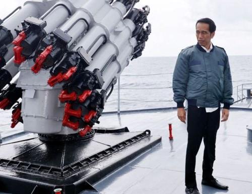 """Thời báo Hoàn Cầu bình vụ Tổng thống Indonesia họp trên chiến hạm phá """"lưỡi bò"""""""