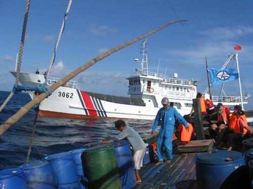 """Trung Quốc ép Philippines """"xin phép"""" đánh bắt ở Scarborough bất thành"""