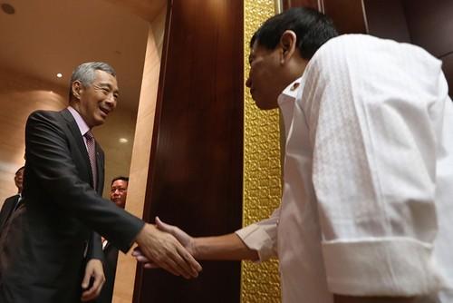 So sánh ông Lý Hiển Long với ông Rodrigo Duterte là khập khiễng