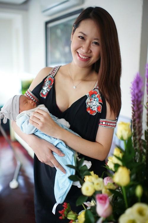 Thùy Linh hạnh phúc vì gia đình có thêm bé