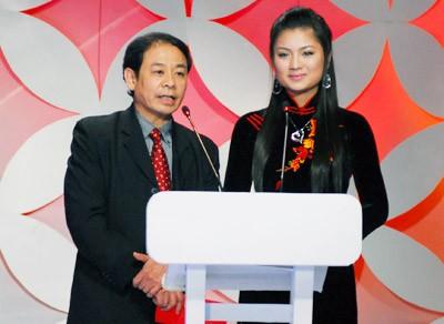Cục trưởng Cục điện ảnh Lại Văn Sinh (trái). Ảnh: ST.