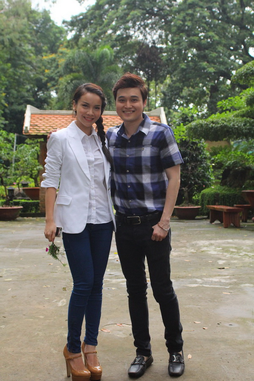 Quang Vinh chụp ảnh kỷ niệm cùng Yến Trang.