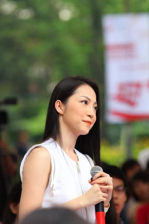 Nghệ sĩ múa Linh Nga cũng có mặt trong buổi phát động. Cô thu hút mọi người bởi sự đằm thắm, dịu dàng. Linh Nga cũng thay mặt các nghệ sĩ để phát biểu và chia sẻ về ý nghĩa của chương trình.