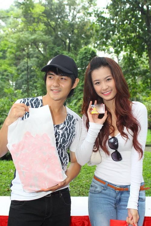 Đông Nhi tiếp tục sánh đôi cùng bạn trai – ca sĩ Ông Cao Thắng.