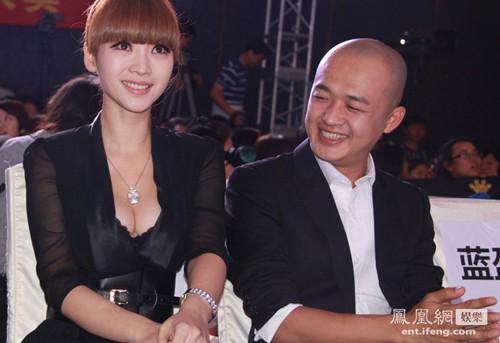 Liễu Nham cũng khiến anh bạn đồng nghiệp Bao Bối Nhĩ ngất ngây.