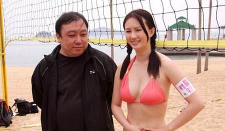"""Đạo diễn Vương Tinh không thể """"cầm lòng"""" trước mỹ nhân."""
