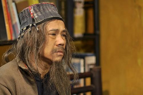 """Trong """"Lời nguyền huyết ngải"""", Thành Lộc vào vai thầy Hoàn Sinh, nắm giữ bí mật của loài cây hút máu người."""