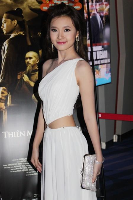 Midu cùng Huỳnh Đông (vắng mặt tại buổi ra mắt phim do bận việc) tạo thành một cặp đôi đẹp trên màn ảnh phim võ hiệp Việt.
