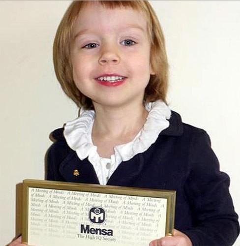 Cô bé Alice đạt chỉ số IQ cao hơn cả thiên tài Einstein. Ảnh: The Sun.