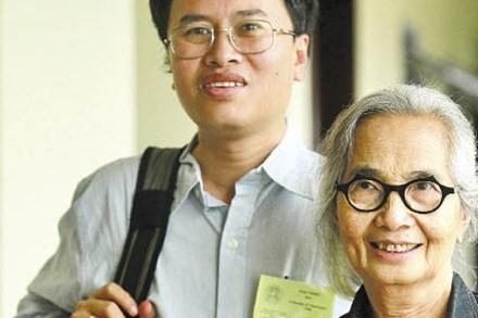 GS Đàm Thanh Sơn và nữ GS Lê Kim Ngọc (bà Trần Thanh Vân) ở Quy Nhơn, tháng 12/2011. (Ảnh: Phan Cử)