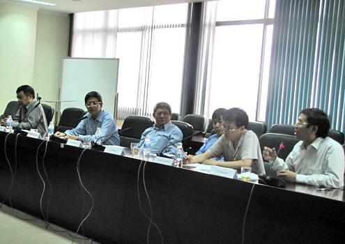Các giáo sư tham gia buổi công bố hoạt động của Viện