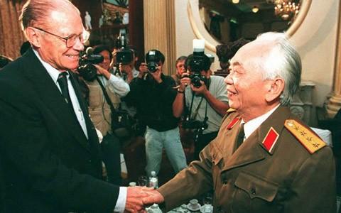 Đại tướng Võ Nguyên Giáp và Cố Bộ trưởng