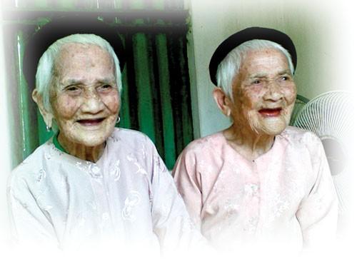 Cụ Vi Thị Các và Vi Thị Đắc sinh năm 1911 được đề xuất kỷ lục thế giới cho cặp song sinh cao tuổi nhất Việt Nam.