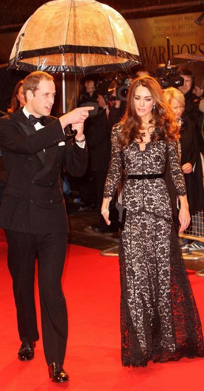 Kate Middleton mặc xuyên thấu sành điệu, Thời trang, Kate Middleton, thoi trang ren, quan ren, minh hang, mac ren tinh te,