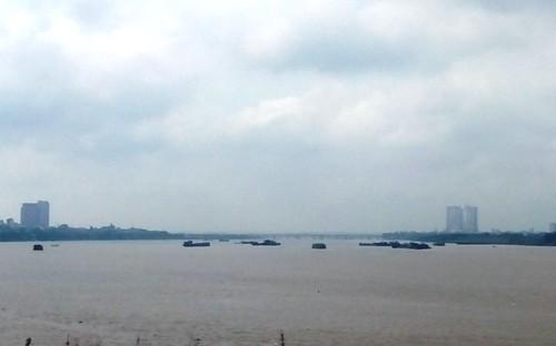 """Xuất hiện nhiều tàu lạ, Công ty Sông Hồng có tiếp tay cho """"cát tặc"""" lộng hành?"""