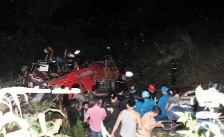 Thủ tướng yêu cầu xử lý nghiêm vụ xe khách lao xuống vực tại Lào Cai
