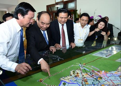 """Thủ tướng Nguyễn Xuân Phúc: Không để tình trạng """"ký xong bỏ cho cỏ mọc"""""""