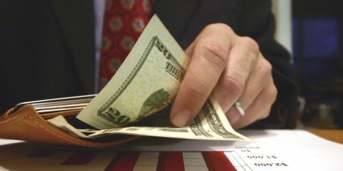 Kết quả hình ảnh cho gian lận tiền lương
