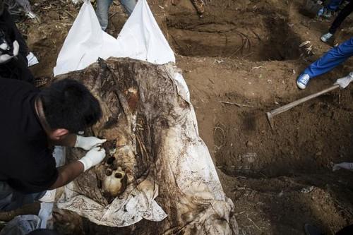 Một trong các thi thể được tìm thấy tại trại buôn người ở biên giới Malaysia.