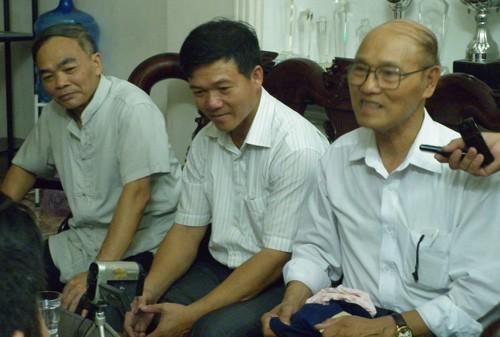 Ông Hải trao đổi với báo giới sau buổi khảo sát (ảnh: Quỳnh Hương)