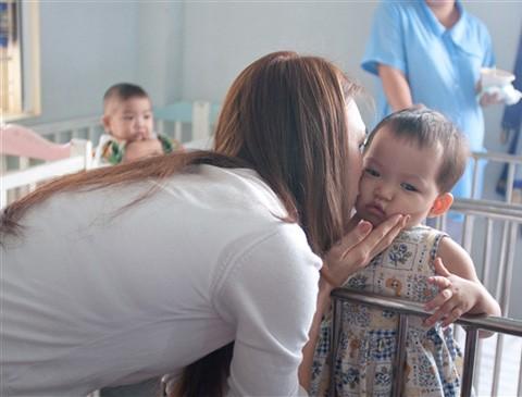 Mỹ Tâm dành lời chúc đến các bé một năm mới đầy hạnh phúc.