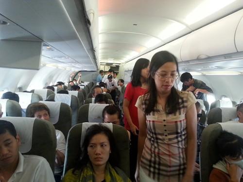 Máy bay Vietnam Airlines đi Hà Nộhạ cánh ở Cần Thơ