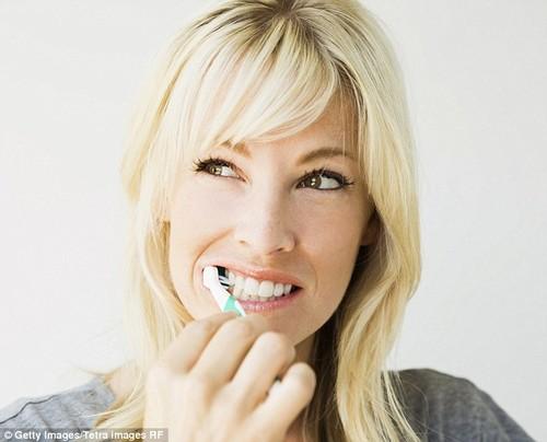 8 sai lầm ai cũng mắc phải khi đánh răng ảnh 2