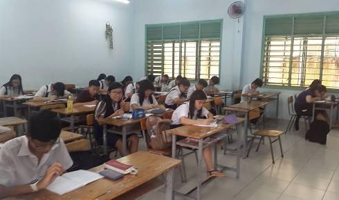Cấm dạy thêm ở trường học, giáo viên sẽ bị ép giá ở trung tâm