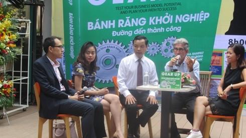 Vua khởi nghiệp – GS.Tom Kosnik giao lưu với bạn trẻ ở đường sách TP.Hồ Chí Minh