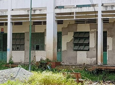 Ngôi trường tiểu học trị giá gần 20 tỷ đồng bị bỏ hoang suốt 7 năm qua sẽ bị phá bỏ hoàn toàn (ảnh: P.L)