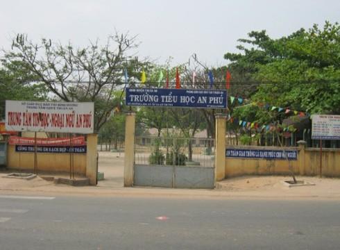 Nhiều học sinh Trường tiểu học An Phú sốt, buồn nôn bất thường khi đến trường
