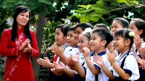 Nhiều thầy cô rất yêu nghề, yêu học trò dù cuộc sống còn nhiều khó khăn. (Ảnh: vtc.vn)