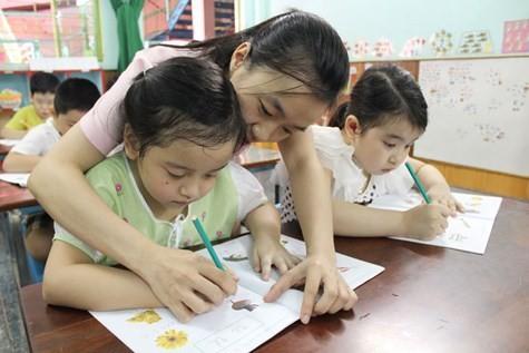 Nên hay không việc cho con học chữ trước khi vào lớp một?